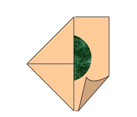 Falten Sie die vier Ecken zur Mitte.