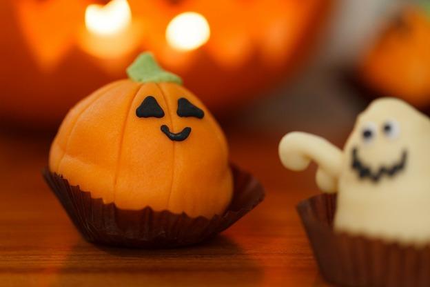 Mit der passenden Verzierung sind Muffins das perfekte Halloween-Essen.
