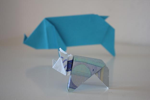 Ein tolles Geldgeschenk: Falten Sie einen Geldschein zum Origami-Schweinchen.