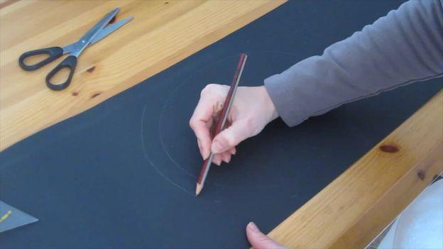 Zeichnen Sie einen 2 cm großen Abstand aufs Papier.