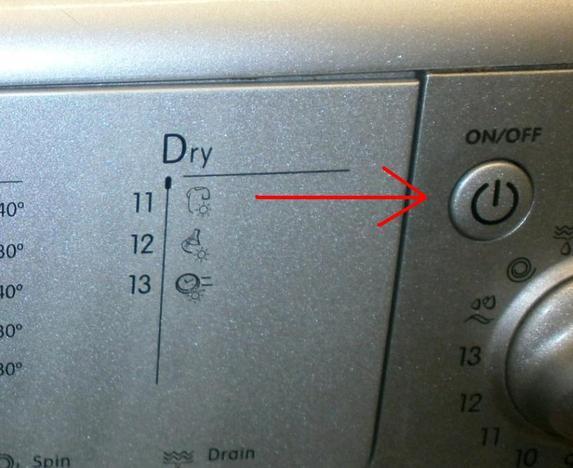 Waschmaschine anschalten.