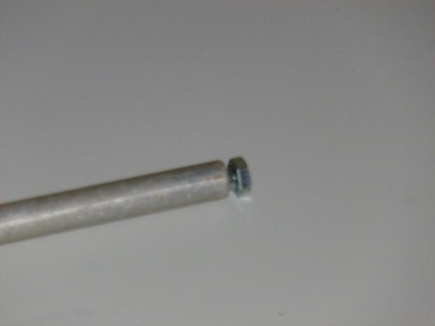 Ein Stück Rohr dient als Lager.