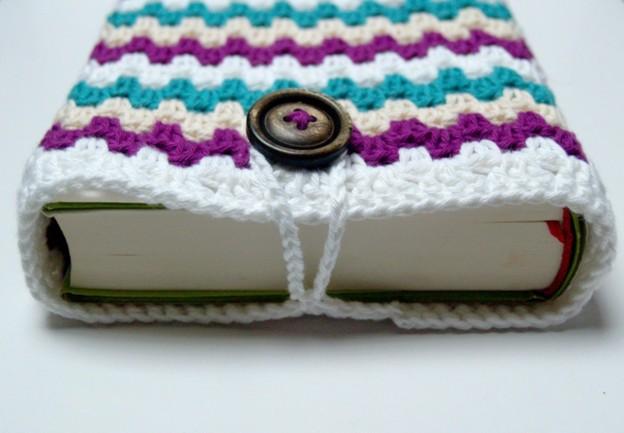 Knopf annähen und fertig ist die Büchertasche