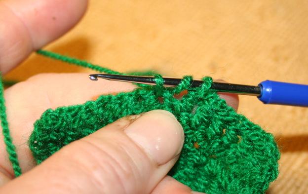 Stäbchen häkeln 3: jetzt haben Sie drei Schlingen auf der Nadel.
