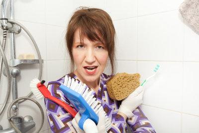 Duschkabinen lassen sich oft schwer reinigen.