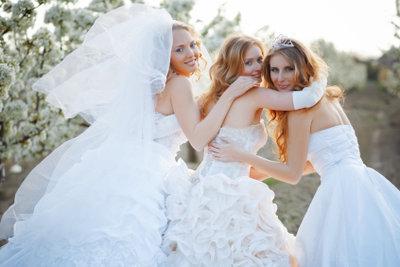 Albanische Hochzeitsbräuche gelingen mit Freude.