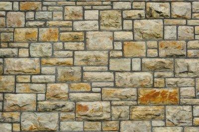 So bauen Sie Ihre Steinmauer selbst.