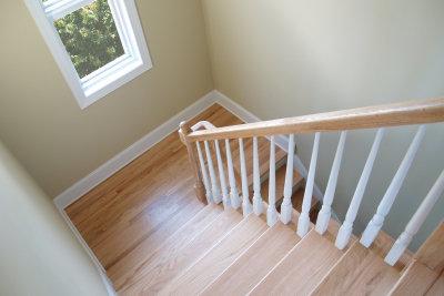 Holztreppen können Sie selbst renovieren.
