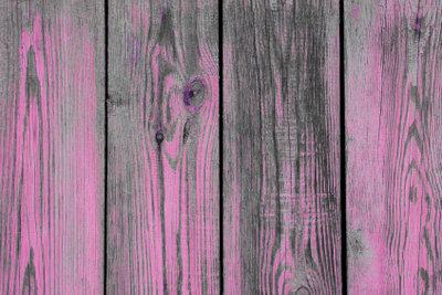 Peppen Sie Ihre Holzbretter auf.