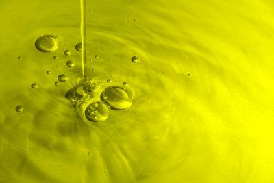 Olivenöl stärkt brüchige Nägel.