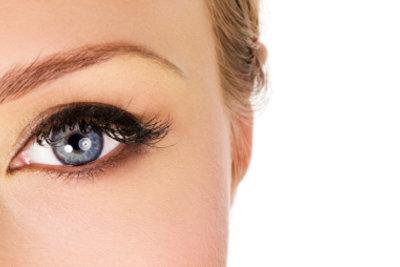 Lasern der Augenbrauen geht fast schmerzlos.