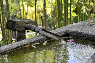Ein Brunnen wertet Ihren Garten auf.