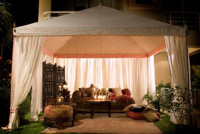 Imprägnieren Sie Faltpavillons gegen Regenwasser.