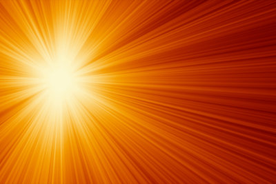 Sonnenkollektoren fangen die Sonnenenergie ein.