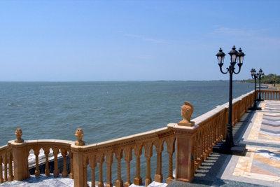 Ein Geländer verschönert fast jede Terrasse.