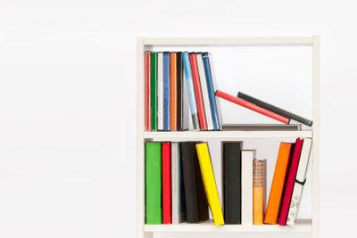 Selber gebaute Bücherregale frei gestalten