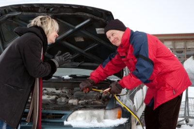 Richtige Pflege der Autobatterie ist wichtig.