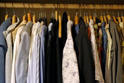 Kleiderschrank mit Stange selber bauen