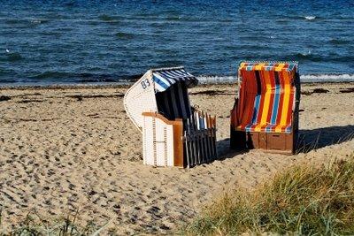 Regelmäßige Pflege macht Strandkörbe haltbarer.