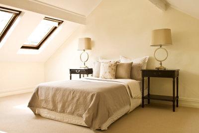 Die Farbgestaltung des Schlafzimmers beeinflusst Sie.