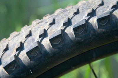 Richtiges Aufpumpen von Fahrradreifen verhindert Pannen.