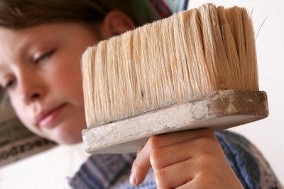 Vliestapeten mit den richtigen Mitteln entfernen.