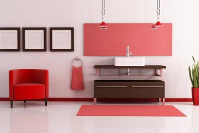 Stockschrauben befestigen Waschbecken unsichtbar an Wänden.