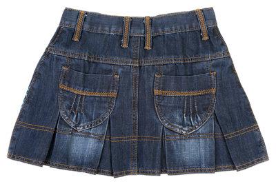 Einen Jeansrock können Frauen unabhängig vom Alter tragen.