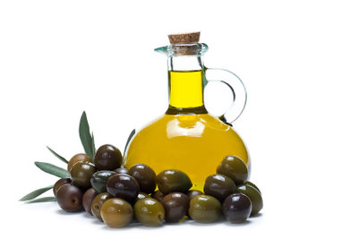 Holzarbeitsplatten können mit Olivenöl geschützt werden.