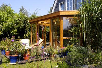 Die Terrasse ist das Wohnzimmer im Garten.