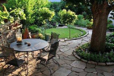 Eine kunstvoll angelegte Terrasse