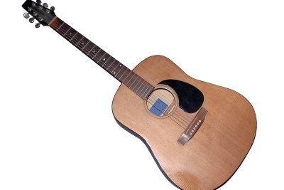 Gitarren müssen regelmäßig neu besaitet werden.