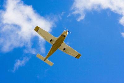 Ein Flugzeug erweckt Fernweh.