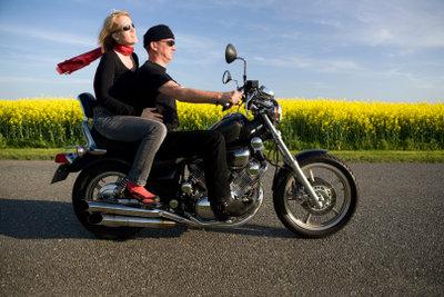 Boxen können am Motorrad angebracht werden.