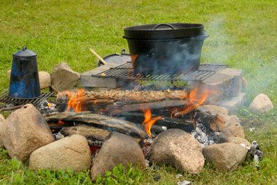 Draußen kochen und essen macht Spaß!