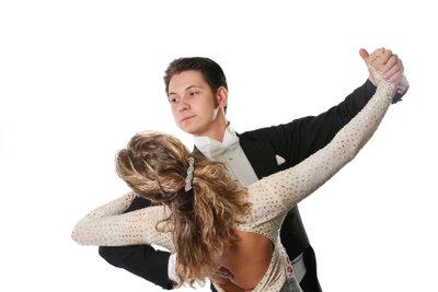 Tanzen eignet sich für Paare.