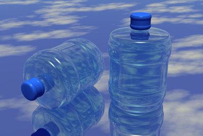 Kristallklares sauberes Wasser schmeckt köstlich.