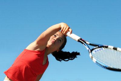 Sicherer Halt durch Übergriffband am Tennisschläger.