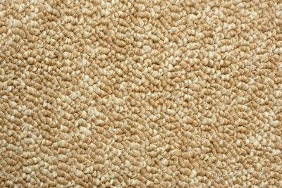 Auf Laminat kann Teppich verlegt werden.