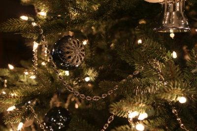 Ein Weihnachtsbaum wirkt meist sehr festlich.