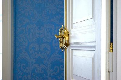 Für Türen gibt es schöne Türtapeten.