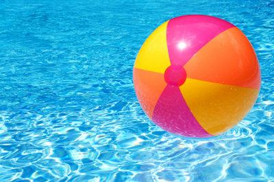 Chlortabletten reinigen Ihren Pool gründlich.
