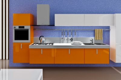 Küchenfronten mit neuer Farbe aufpeppen.