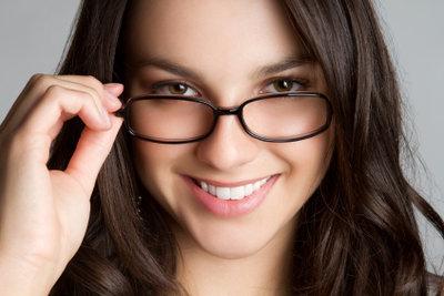Ihre Brille sollten Sie täglich putzen.