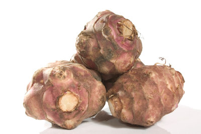 Topinambur sieht der Kartoffel sehr ähnlich.