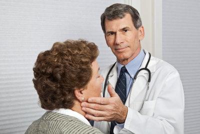 So können Sie Halsschmerzen erfolgreich bekämpfen.