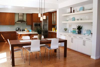Holzpolitur verlängert die Lebensdauer Ihrer Möbel.
