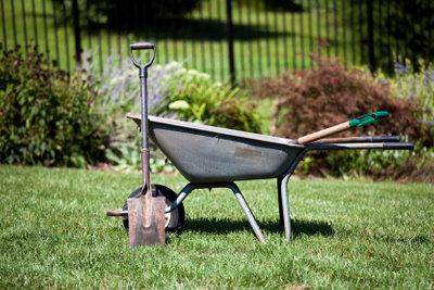 Gut Planung und passende Geräte erleichtern die Gartengestaltung.