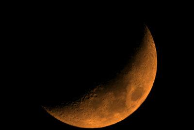 Warum ist der Mond dunkel?