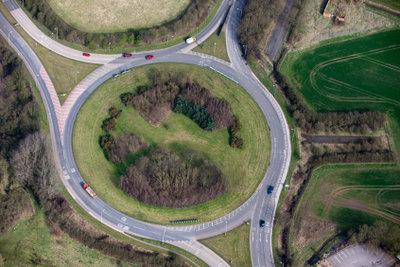 Im Kreisverkehr immer rechts blinken.